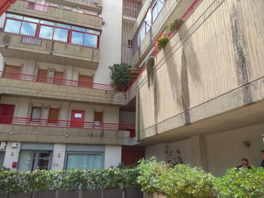 Catania viale v veneto 3 5 vani uso ufficio case catania for Case uso ufficio