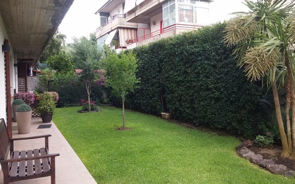 Valverde lussuoso 4 vani con giardino e p. auto