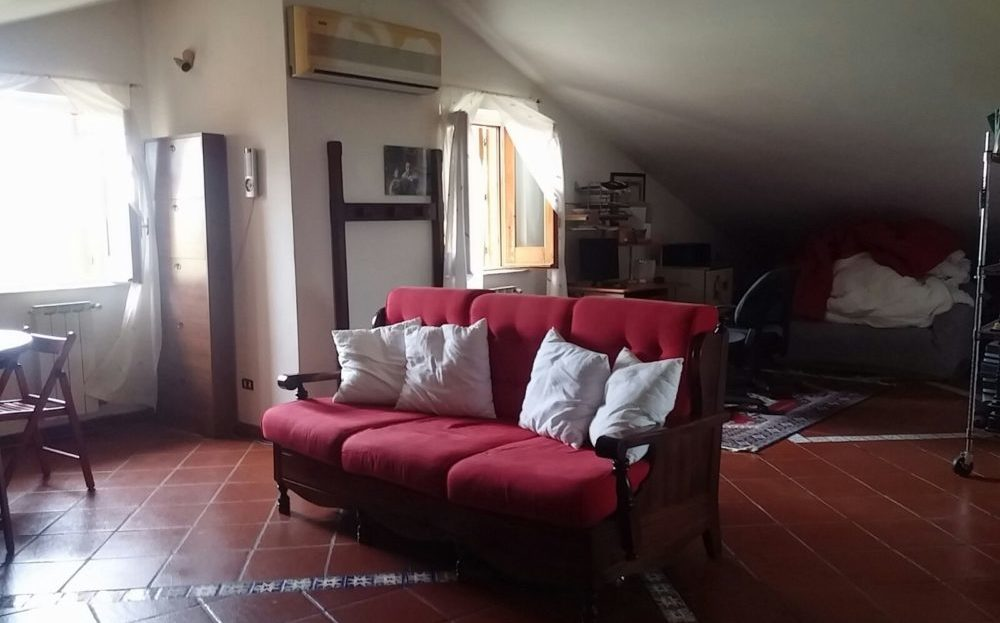 Villa Angolare via Tropea Aci San'Antonio
