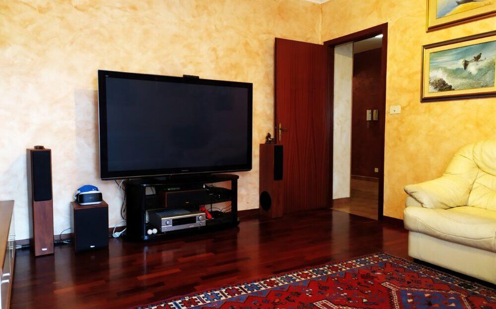 Aci Castello appartamento ristrutturato con posto auto